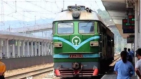 """中国唯一""""不收钱""""的火车,全程不收一分钱,还能在车厢卖菜"""