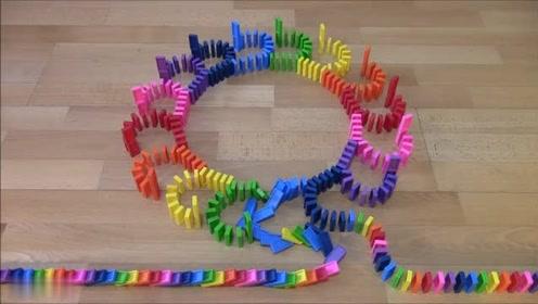 放松:看着很舒服,声音听着也不错。令人满意的彩虹多米诺骨牌