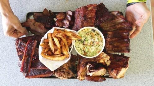 大胃王吃超辣烤肉,满嘴流油很馋人,吃完就变香肠嘴吗?