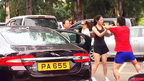 两位司机吵架,美女好心上前劝架,却没想到是这样的下场