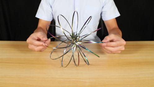 """试玩减压""""魔法流体手环"""",彩色的铁圈看起来十分的漂亮"""