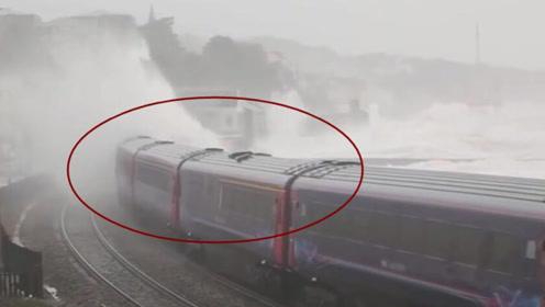 世界上最恐怖的火车非它莫属,忘关门窗下一秒可能会被海水淹死