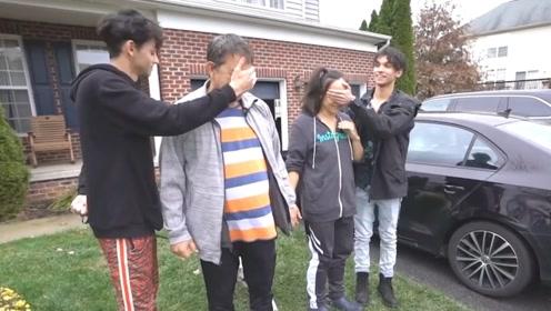 小伙瞒着父母买了一辆法拉利,开到家门口后,接下来有些尴尬!
