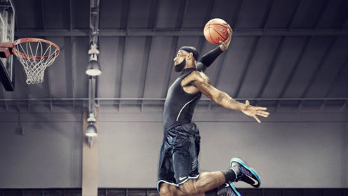 詹姆斯NBA场下扣篮合集 胯下打板自抛自扣