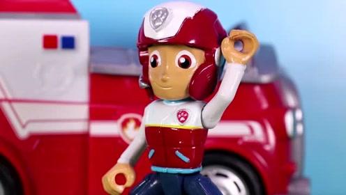 小岛上的信号塔坏了 汪汪队接到求助电话需要前去修理 玩具故事