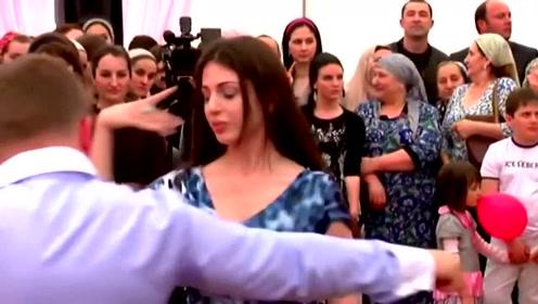 俄罗斯美女越看越好看,舞动起来让人目不转睛