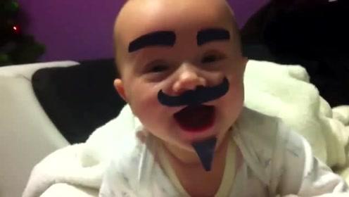 爸爸带娃秒变坑娃现场,小娃贴上贴纸,这画面瞬间让人憋不住笑了