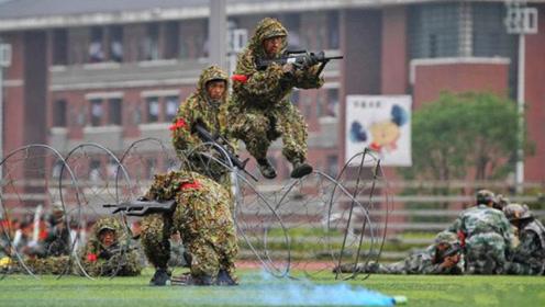 清华的新生军训,夜间拉练20公里,快来感受下学霸的军训方式!