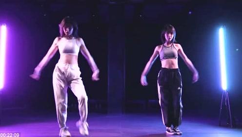 金晨生日跳扭腰舞视频公开,节奏力量卡得都很准,这马甲线真绝了