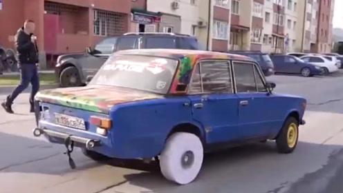老外用一万张A4纸做轮胎,汽车还能跑起来吗?网友:纸轮胎?