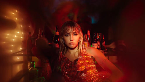 Miley Cyrus新单《Slide Away》MV首播