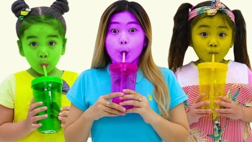 小萝莉用魔法把饮料变成五颜六色,喝下一口脸都变色了,太神奇了