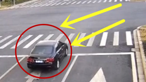 摩托车闯着红灯过路口,这回没那么幸运,摩托车瞬间粉碎了!