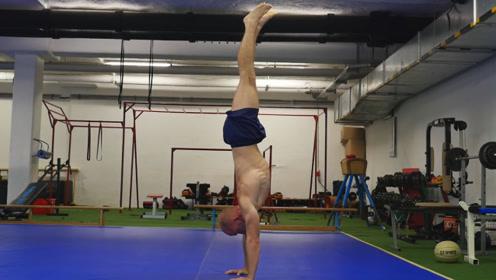 如何学会凌空倒立?健身大神示范倒立的入门技巧,一周就能学会