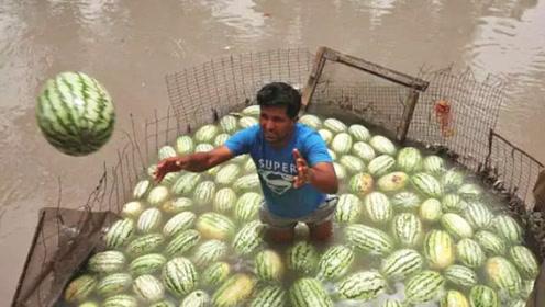 印度街头老汉卖西瓜汁,制作手法娴熟,网友:感觉在喝他的洗手水