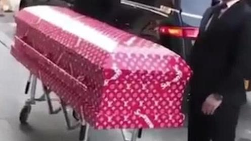 """继普拉达尸袋,LV发出限量红棺材,人生最后一个名牌""""包包""""!"""