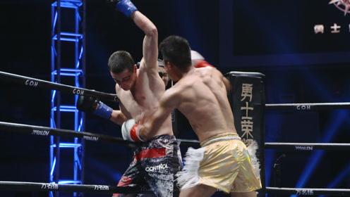 最凶残冠军!邓泽奇险遭一肘KO,愤怒起身捶爆老外举手投降解气