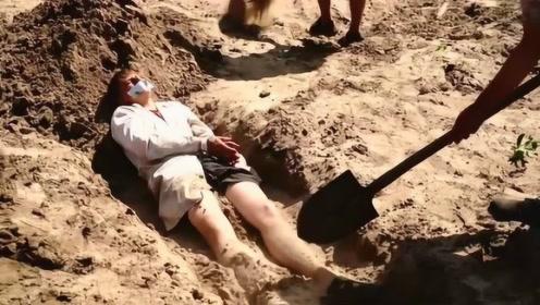 人一旦被活埋就只能等死?戏精老外亲测,和想象中的完全不一样