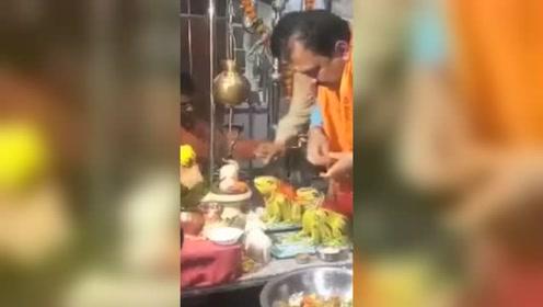 暴雨成灾!印度为求雨结婚的青蛙离婚了