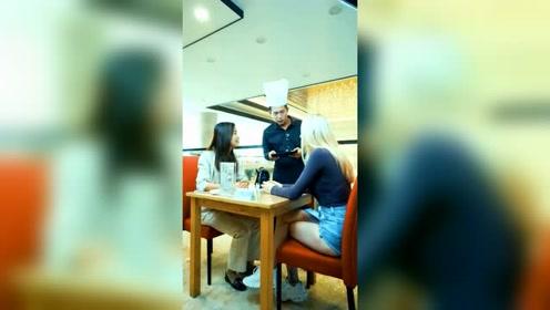 外国妹子要吃水饺,结果发音不标准,被服务员误解了