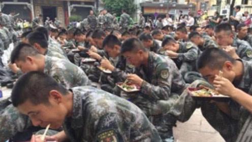 特种兵吃饭到底有多快?50秒将午餐一扫而光,看了让人心疼