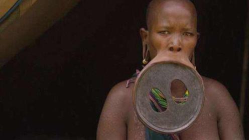 非洲部落以嘴大为美,女子从小佩戴唇盘,最美的嘴巴直径20厘米