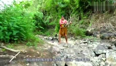 农村妹子在河里找到大绿鬣蜥,饿了直接炖着吃,真是开眼界了