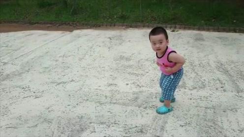 韩国网红小肉娃跑步,这可爱的画面怎么看都不够,萌翻了!