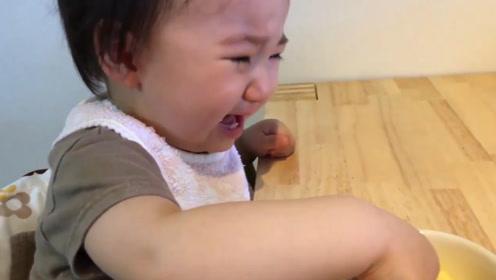 小宝宝断奶,小娃绝食抗议,说啥都不肯吃东西,哭的这个伤心