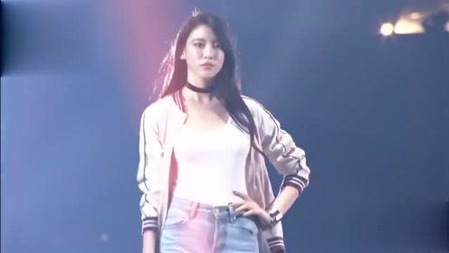 周杰伦新歌MV女主三吉彩花,昔日走秀颜值高气质好