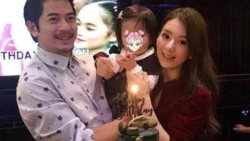 方媛助阵郭富城演唱会 挥舞应援牌示爱老公