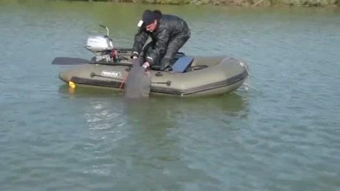 坐小船钓大鱼,差点船都装不下