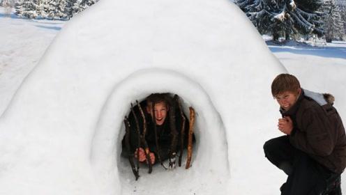 老外为体验冰人生活,在雪地上建了房子,结果悲剧了