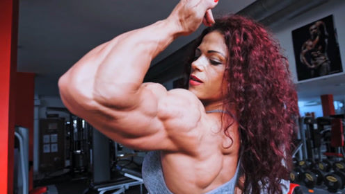罗马尼亚国宝级的女人,二头肌有42厘米,更有逆天的8块腹肌