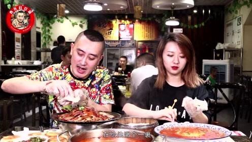 居民区里的北京烤鸭,吃的是江湖菜,喝的是牛尾汤,烤鸭更是正宗