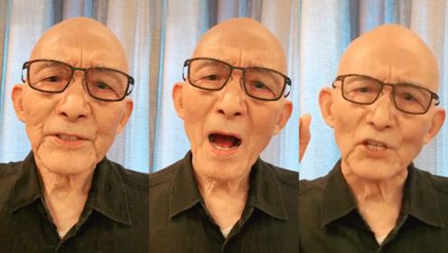 """86岁""""济公""""游本昌唱""""九一八""""之歌,声音颤抖眼神坚毅超严肃"""