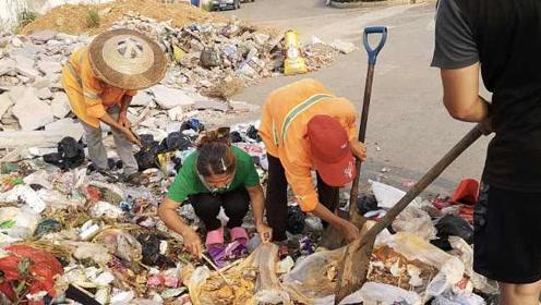 女子吃螃蟹丢3万元婚戒:当时都绝望了!3环卫翻8吨垃圾找到
