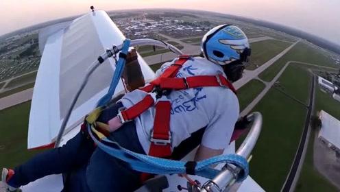 艺高人胆大,趴着驾驶喷气式滑翔机,像鸟般飞翔真是带劲