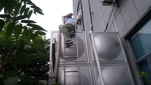 消防车变身送水车!施工挖断透析中心水管:病人没水无法透析