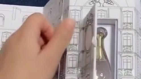 每个女人都难以抗拒的东西,这款Dior的套盒设计太高大上了!