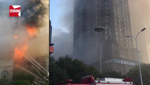 河南一闲置建筑物起火,目击者:烟大得楼都看不到了