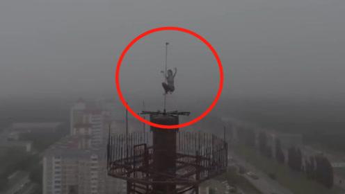 俄罗斯妹子爬上16层高楼,只为跳钢管舞,看的人两腿发软!