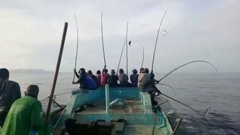 都喜欢钓大鱼,这样让你钓一小时,肯定得嫌累