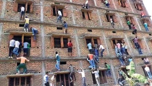 印度家长帮孩子作弊,爬高楼扔答案,监考官:当我死了