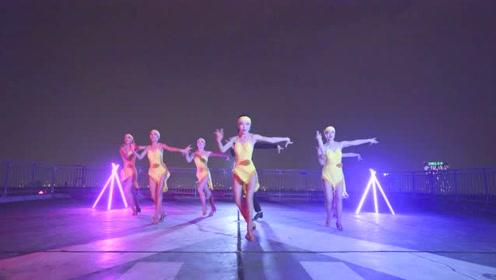 这也太养眼了!拉丁舞跳得让人快乐又愉悦,迷人风采尽收眼底!
