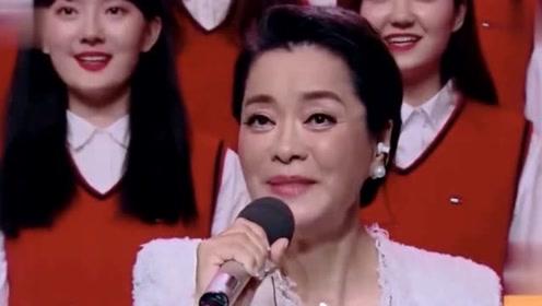 56岁毛阿敏干练造型罕见现身 有一双儿女家庭事业双丰收