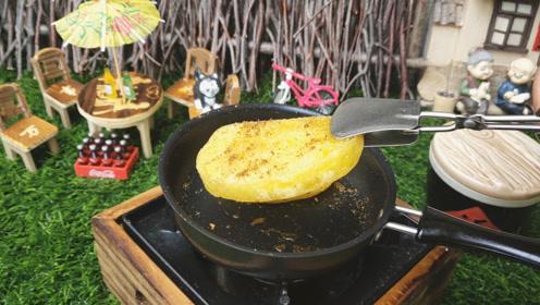 【迷你厨房】炸黄金馒头给你吃,嘎嘣脆太好玩了!快给孩子看看!
