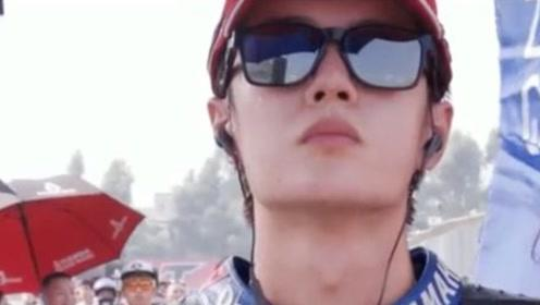 王一博赛车纪录片曝光 用实力证明自己不是花瓶