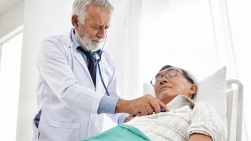 老人身上有臭味正常吗?3种情况是疾病信号!