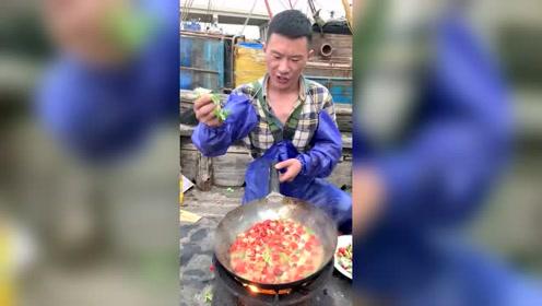 麻辣龙虾尾!没有人不爱吃龙虾尾吧?当零食吃特别幸福